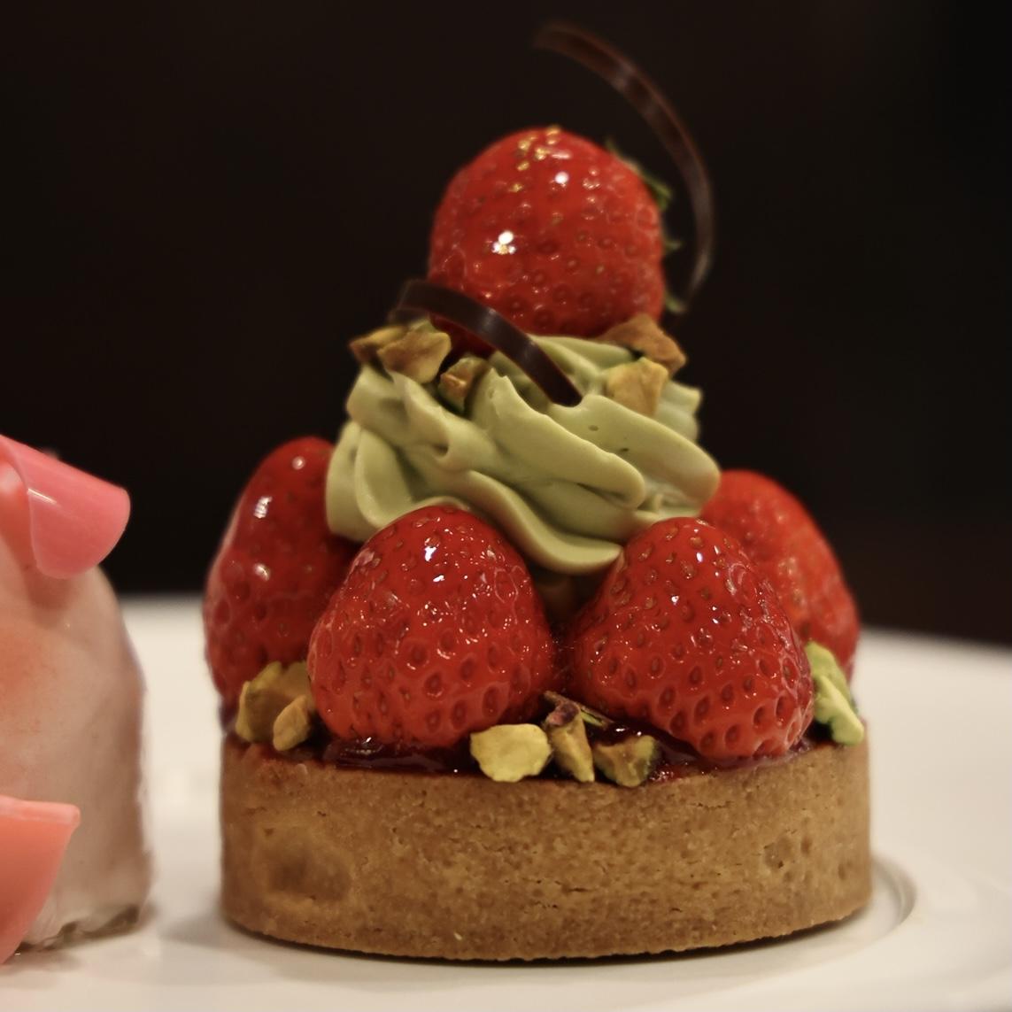 ピスタチオと完熟苺のタルト
