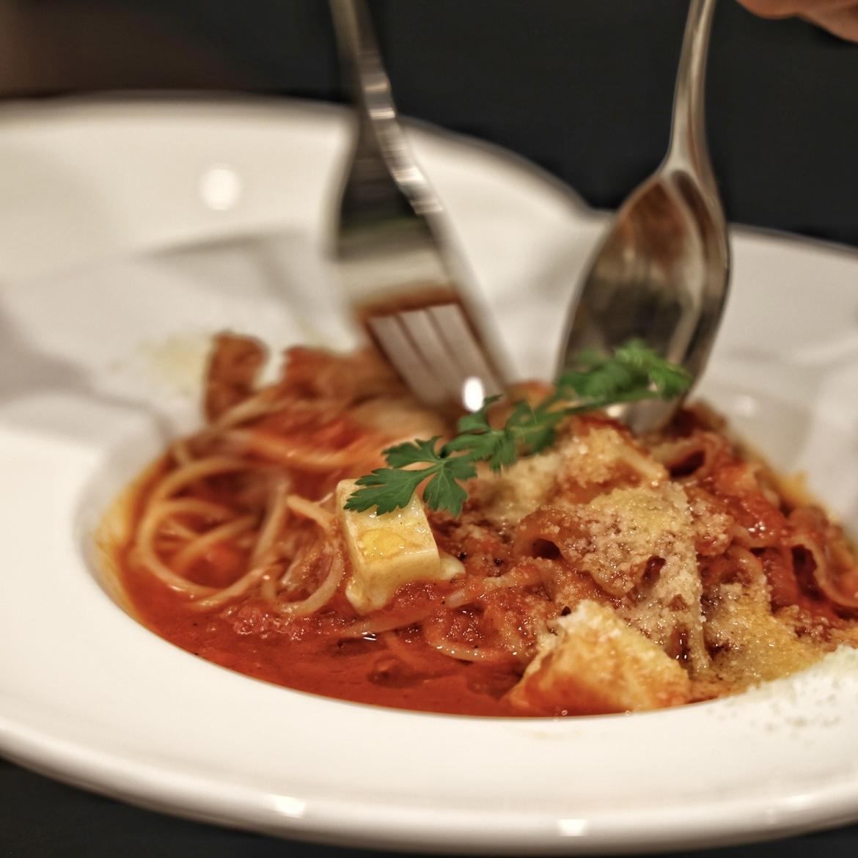 完熟有機トマトとモッツァレラのパスタ※本日のパンとサラダor本日のスープ、ドリンクもセット。
