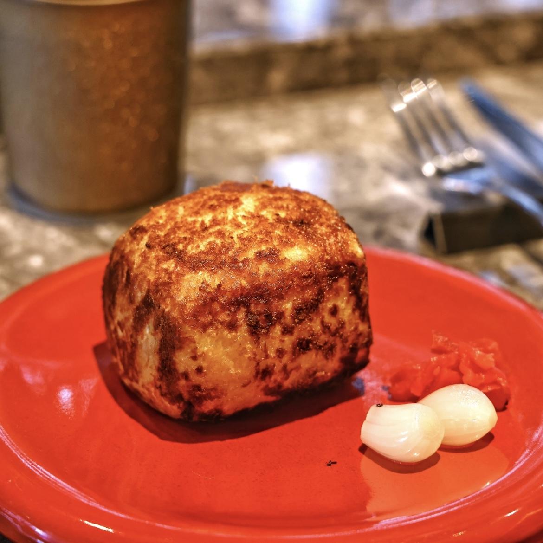 フランス産フォアグラと黒毛和牛入りカレーパン