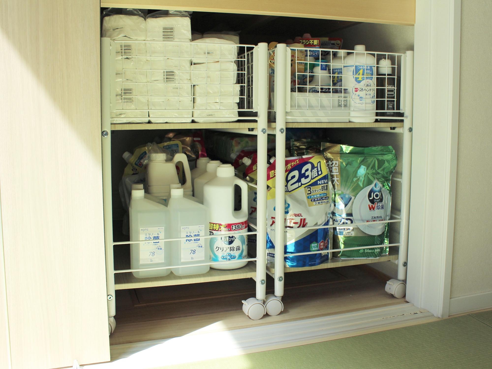 我が家の押し入れでは2つ並べて日用品のストック置き場として使っています