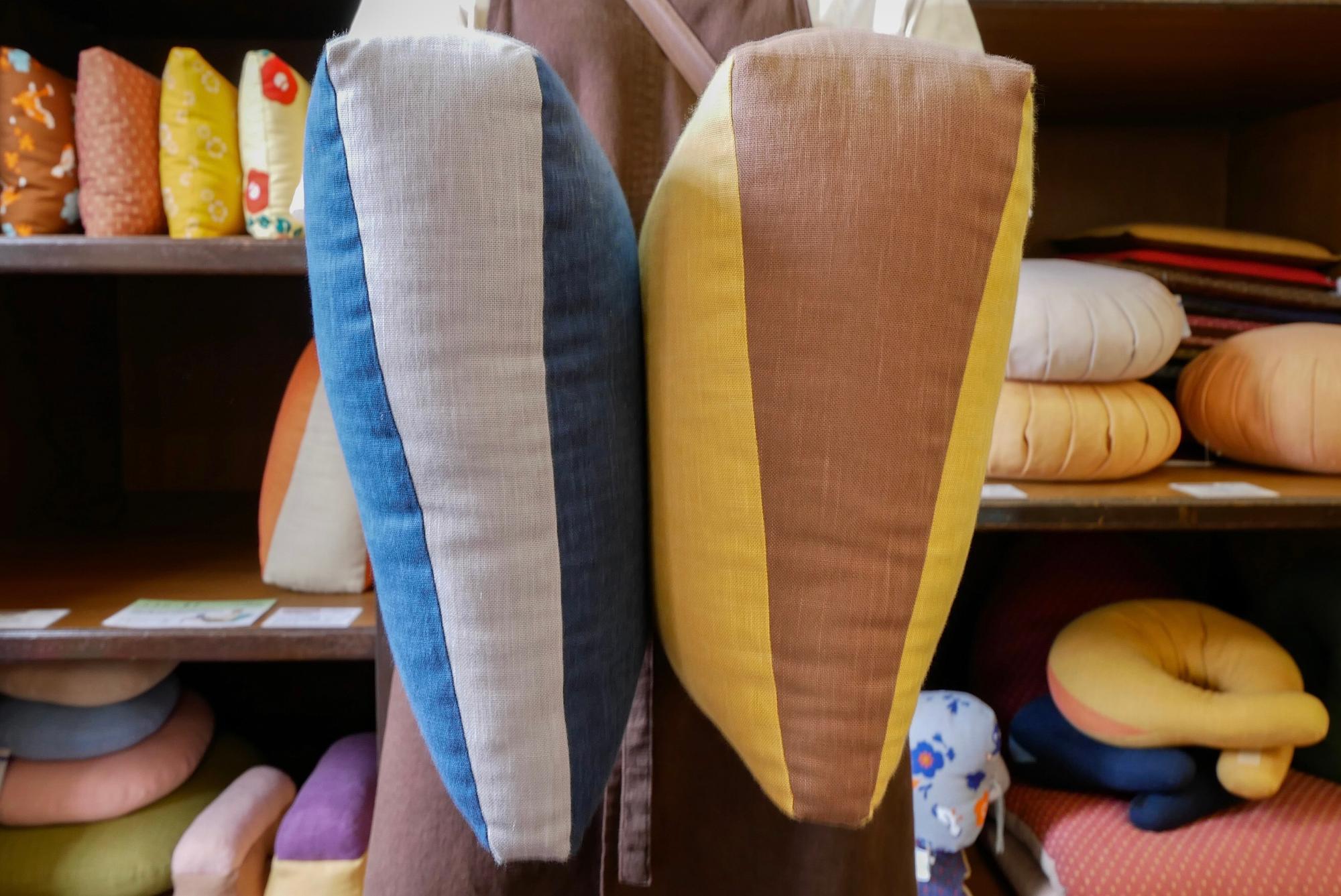 くさびは2種類(左)通常タイプ(右)厚手タイプ