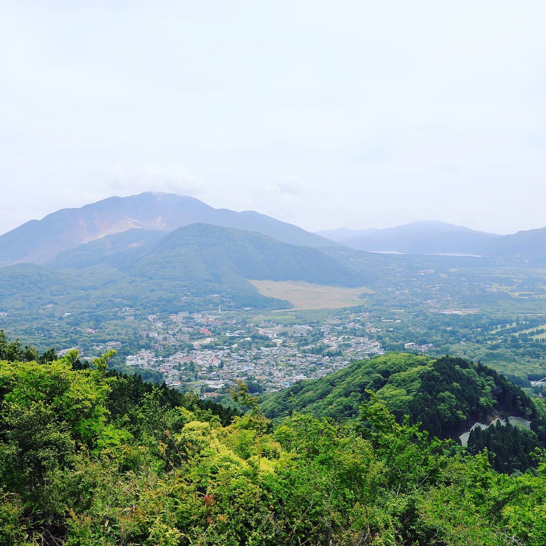 金時山から望む景色です。登山用タイツのおかげで次の日(その次の日も・・・)の筋肉痛が軽減されました