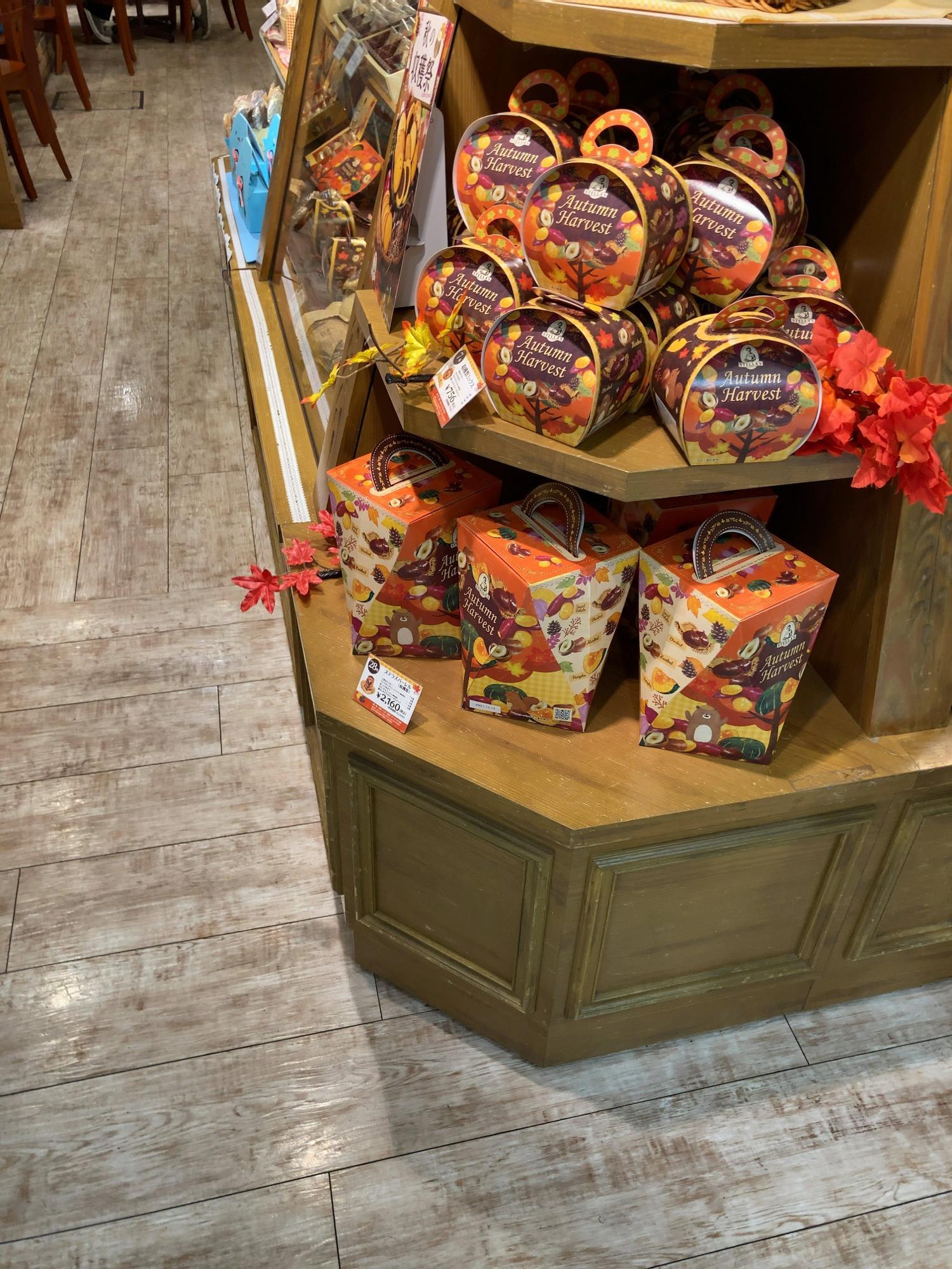 秋のクッキーが並んでいました