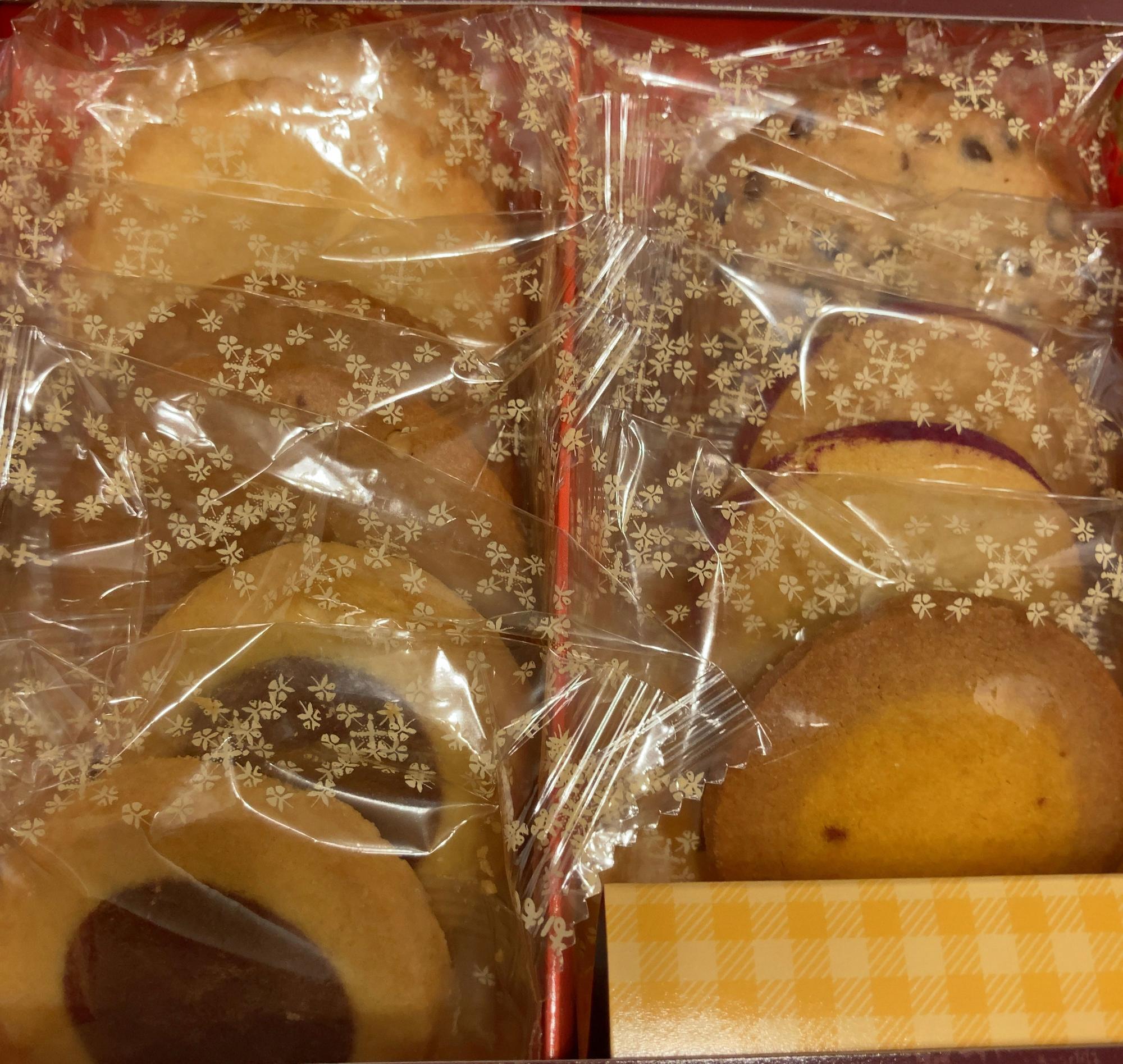 6種類11個入り(1,080円)のクッキーです。
