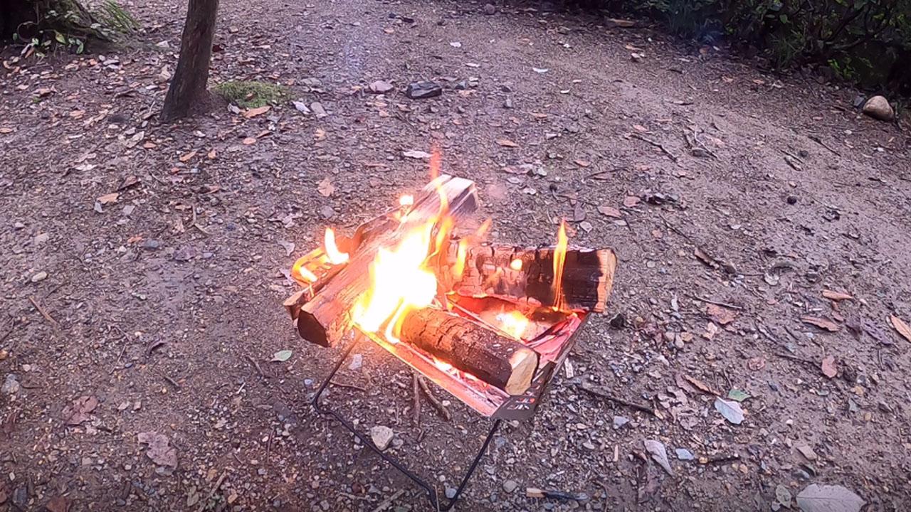 焚火を前にまったり晩酌
