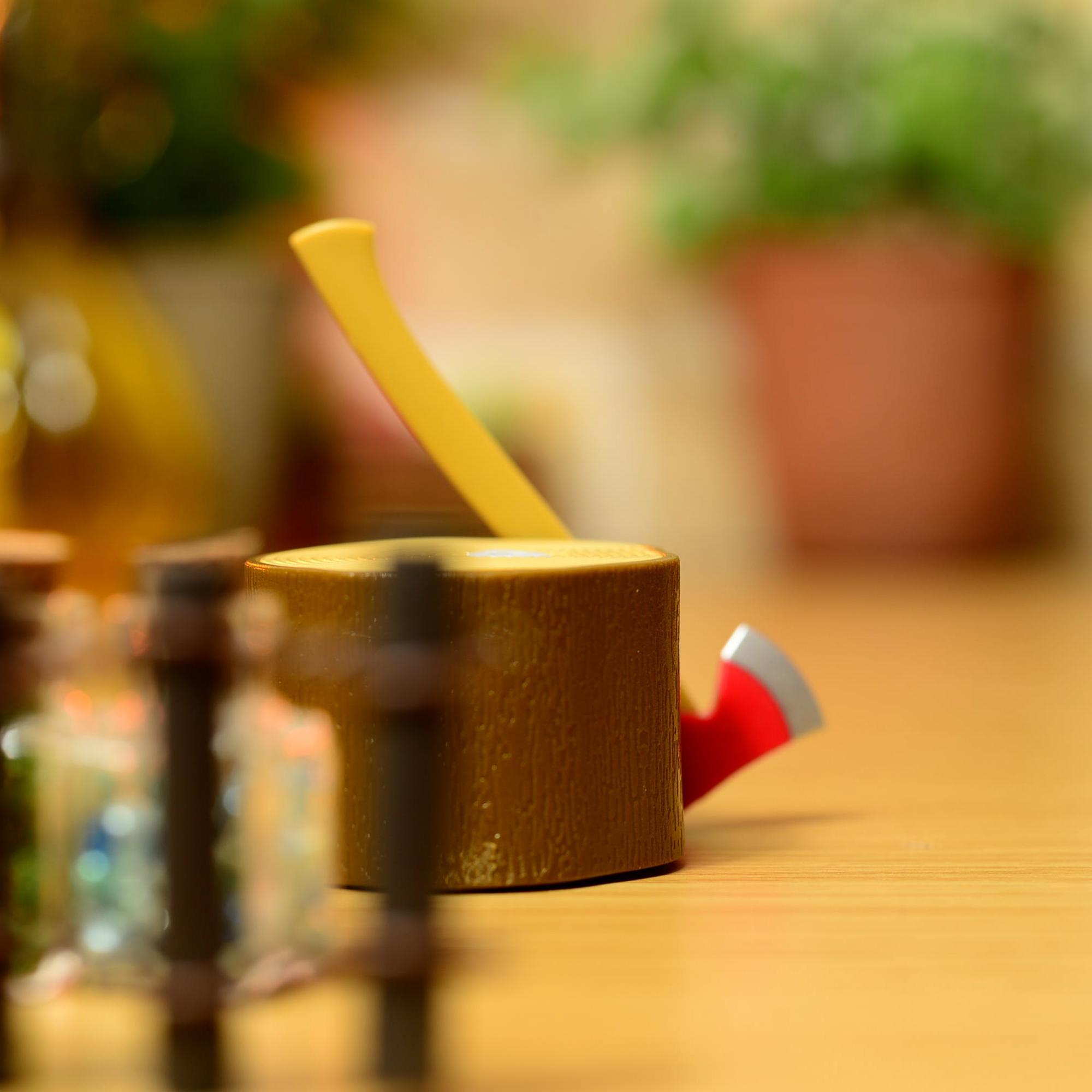 机の上にお気に入りの雑貨や小物を並べて世界を作ります。僕はおじさんですが、かわいいものが大好きなのでメルヘンな世界を作りがちです。