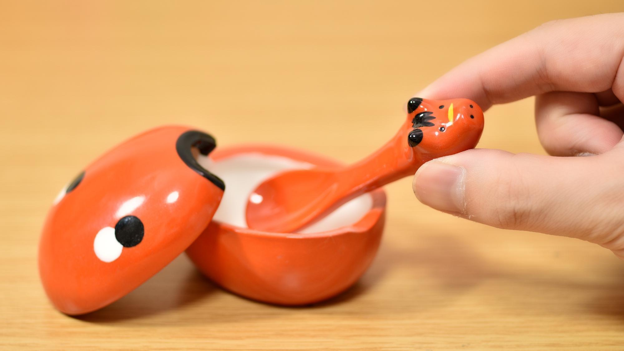最後に、関係ないですがお気に入りの赤ベコグッツを・・・。赤ベコの調味料入れです。可愛いので使用せずに飾ってます(笑)