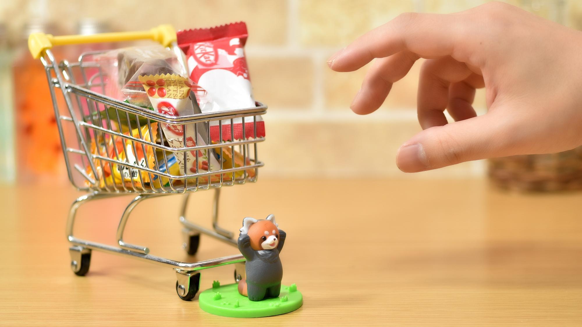 僕のお菓子食べないで!と見せかけて、ついついお菓子に手が伸びる自分への戒め。