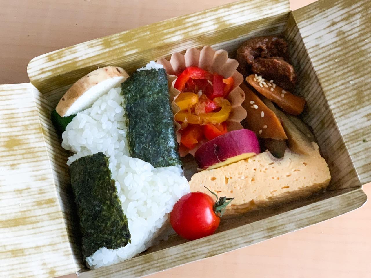 「鉾田おにぎり弁当」700円