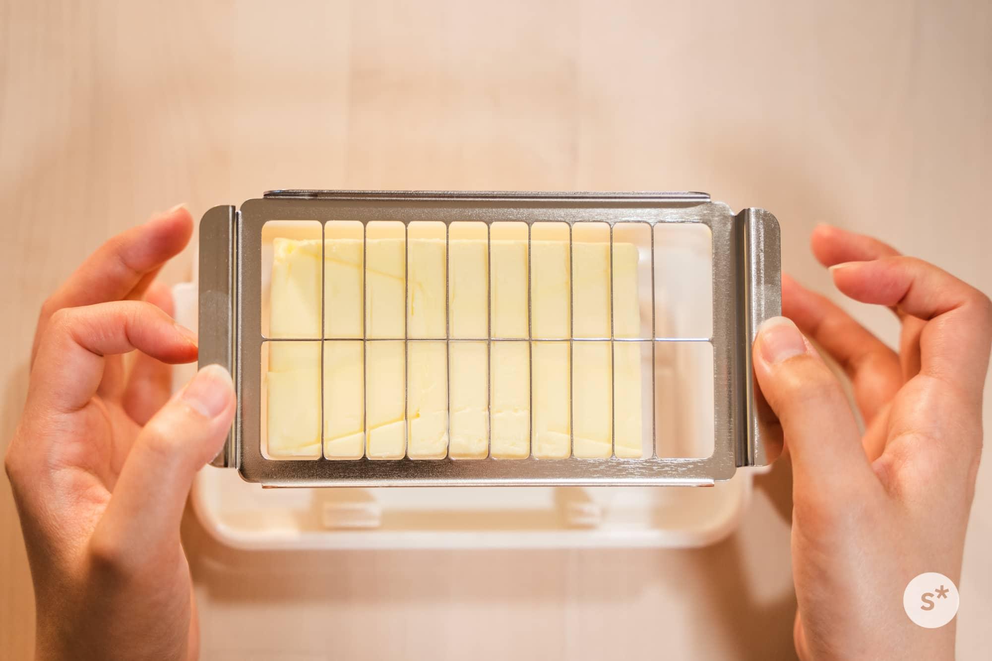 使いかけのバターですみません。右側が足りてないですね。