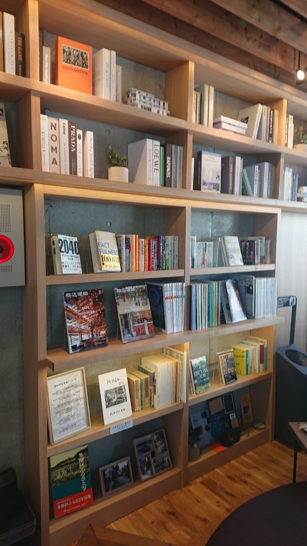 いろんなビジネス書籍や多摩区についての歴史の本もありますね!