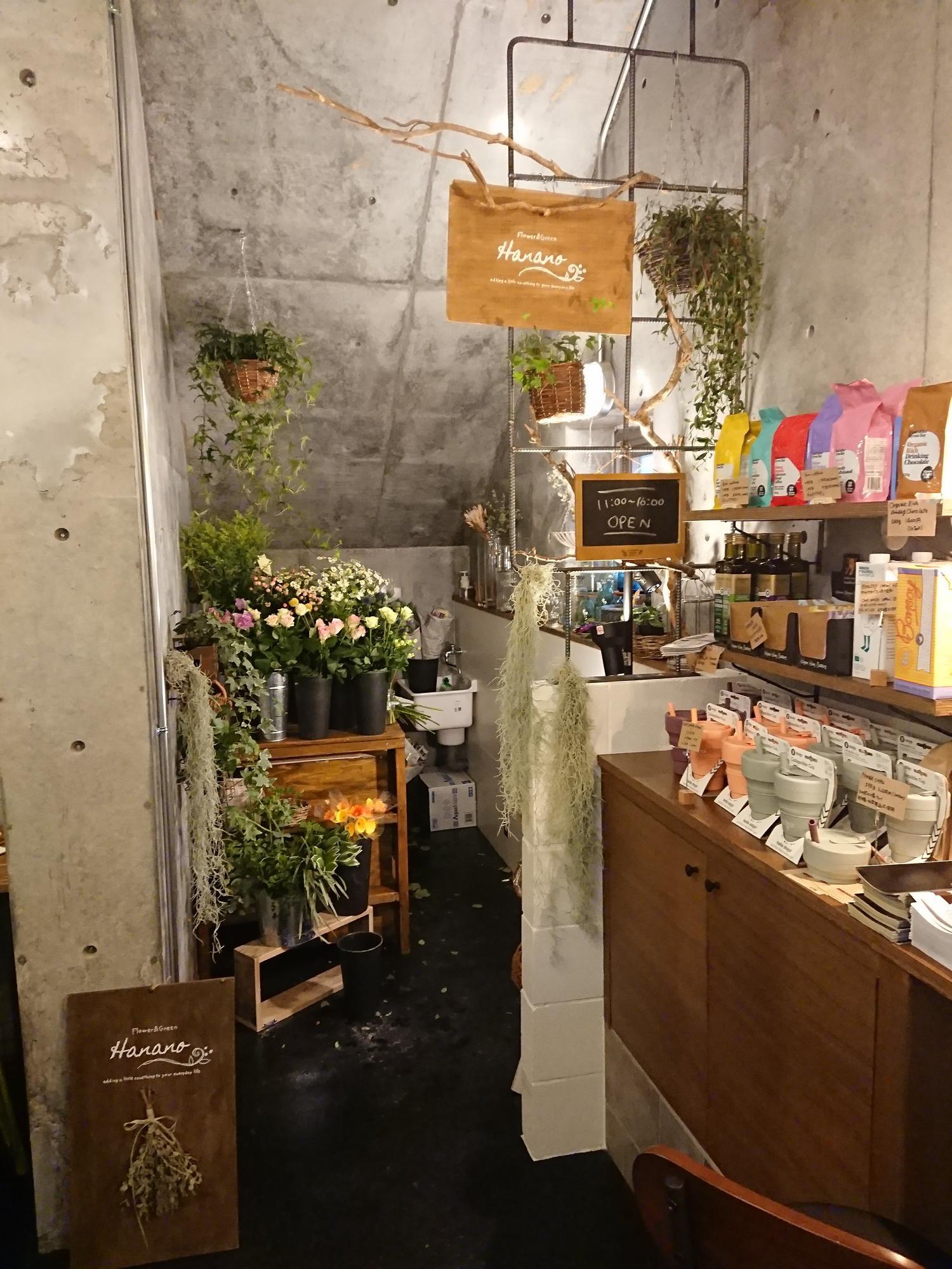 コーヒーショップの一角に花屋さんエリア
