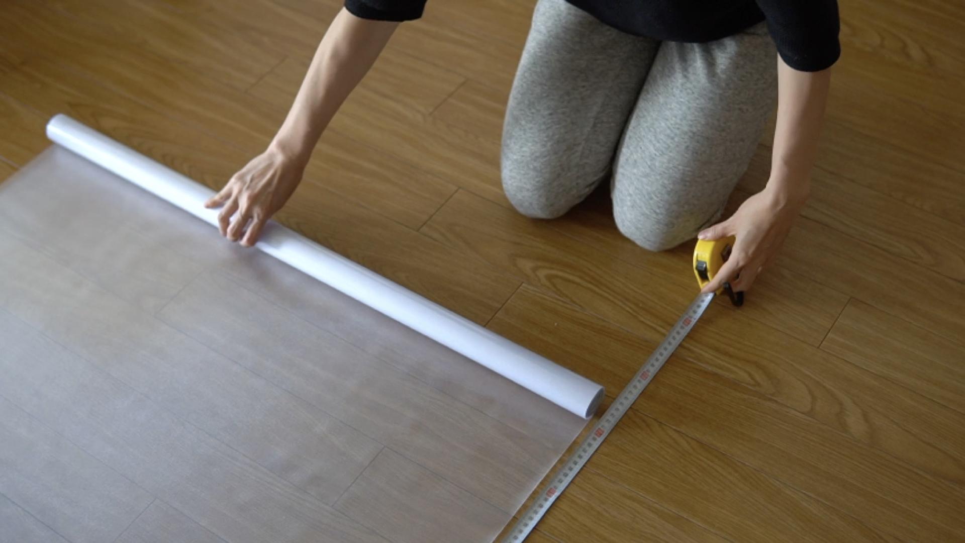 窓のサイズよりもやや大きめにカットしておくと安心です。