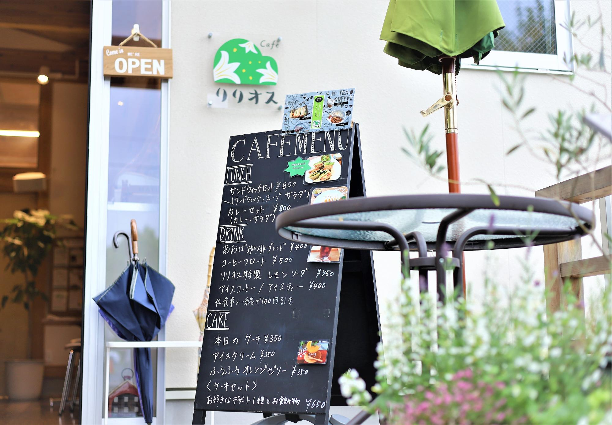 Cafeが併設されたしんゆり交流空間リリオスにて編集作業。