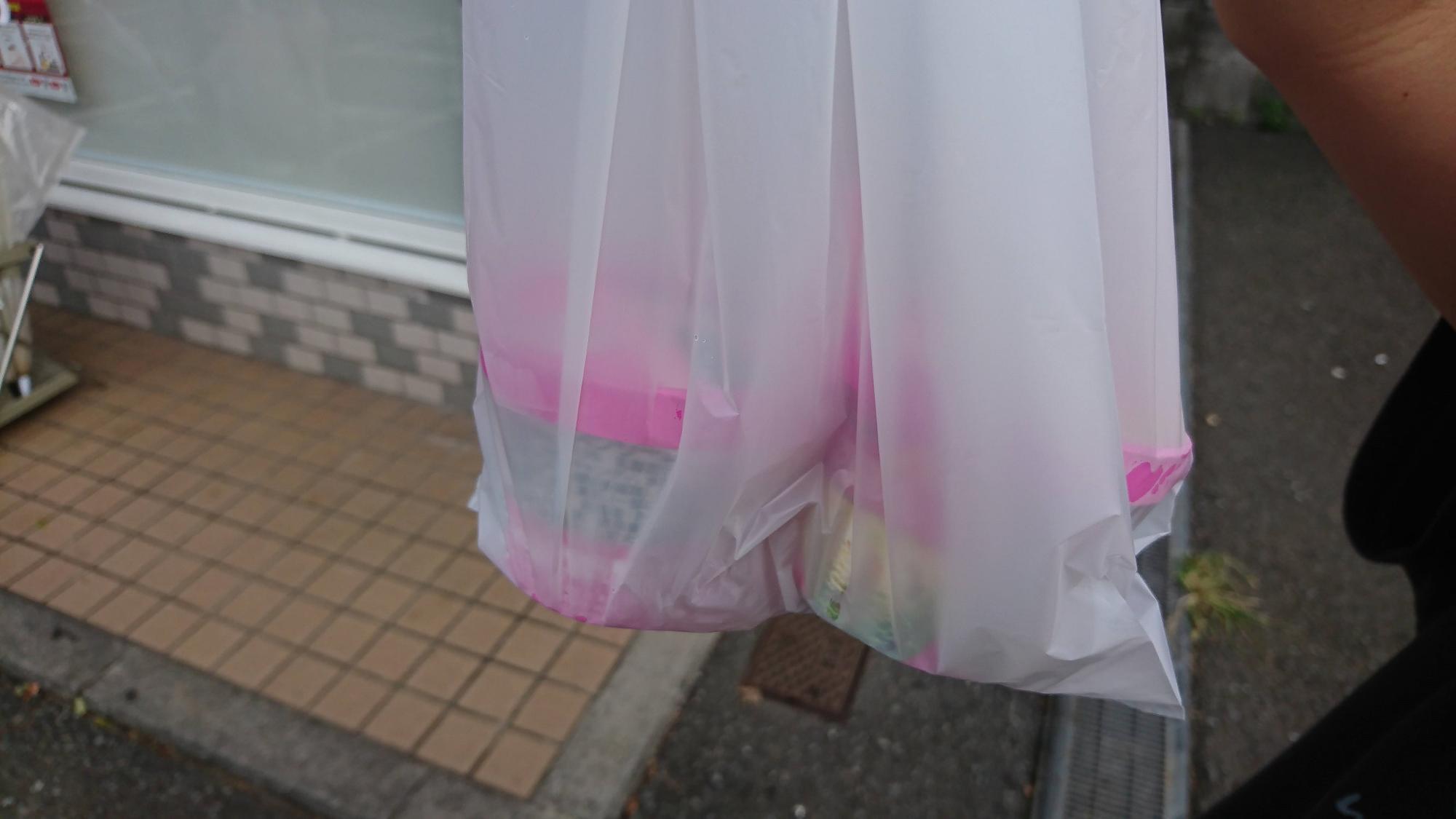 この袋ごと、持参の保冷バッグに入れると安心です。