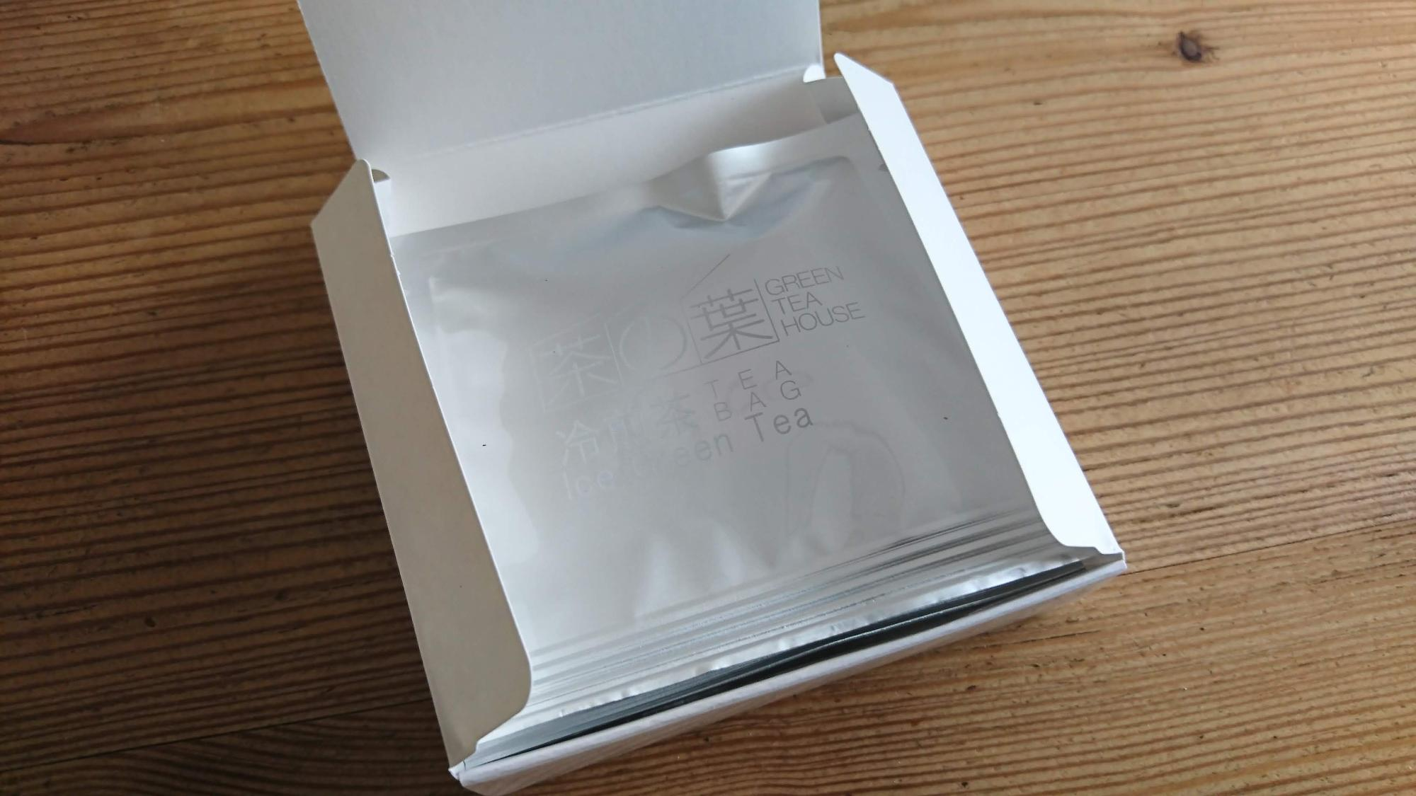 好みのティーバッグを小箱に詰め合わせてもすてきなギフトに。