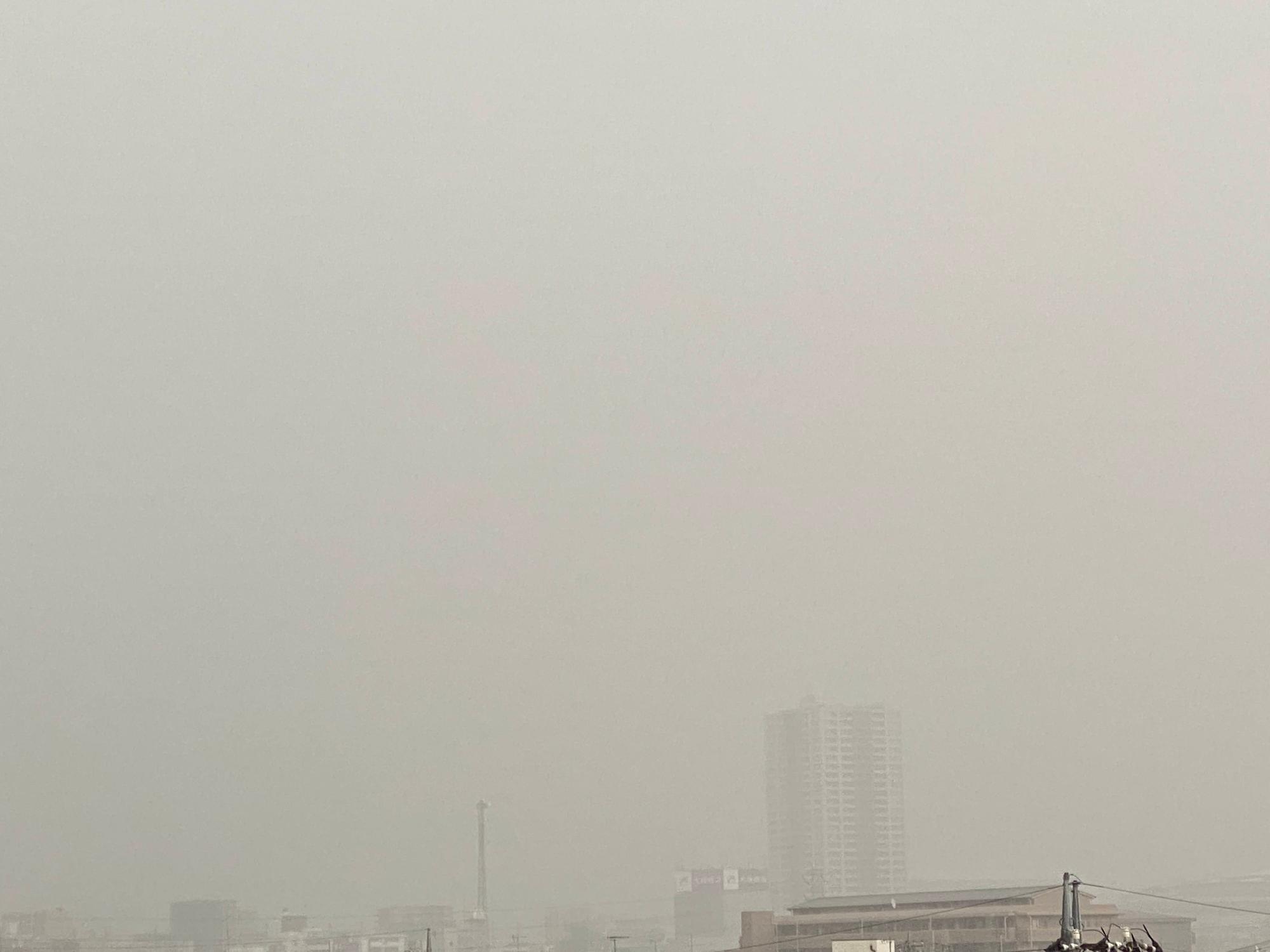 大宮西口から新都心側は、激しい雨で見えなくなりました