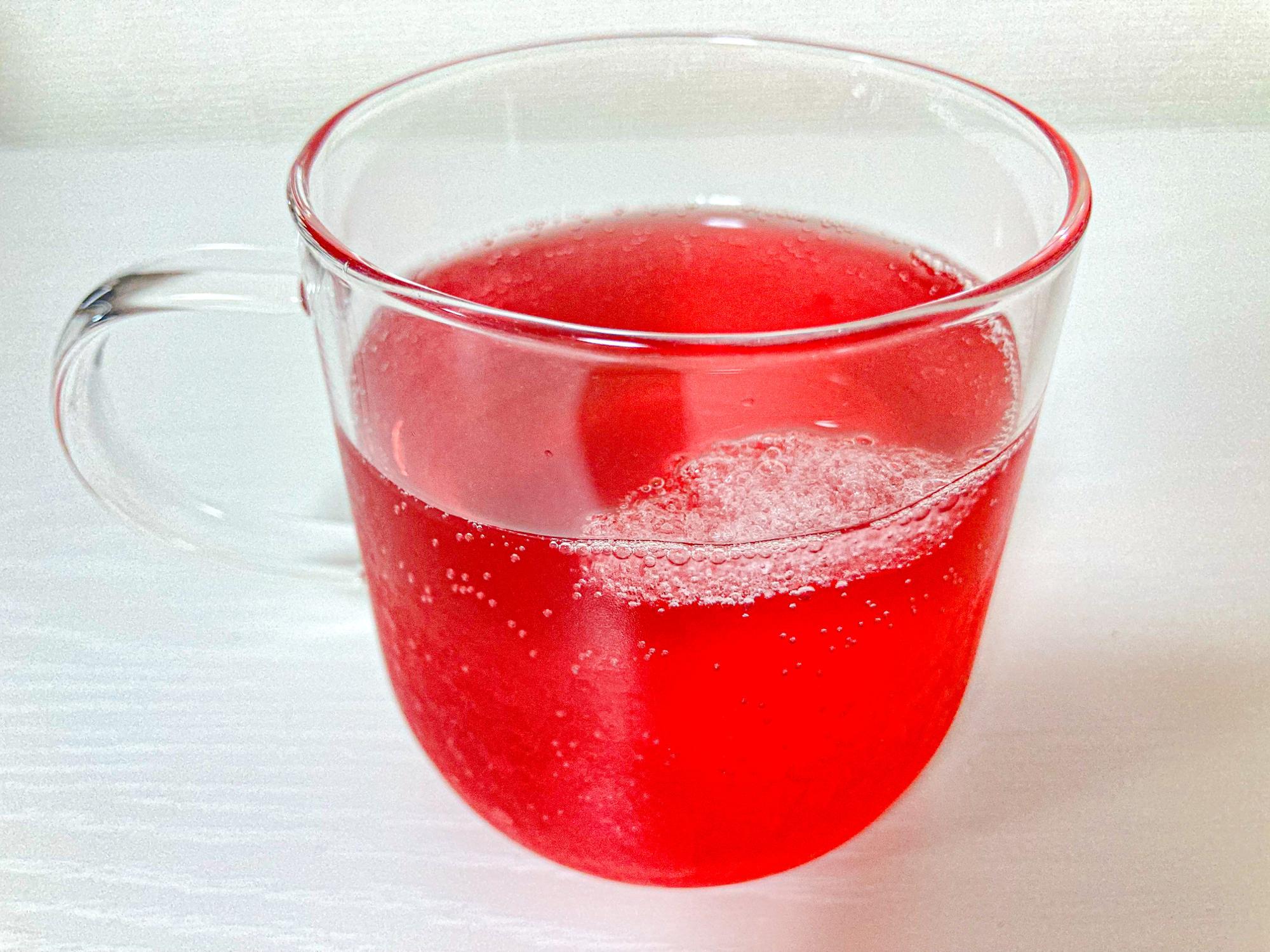 炭酸水で割ったザクロ美酢