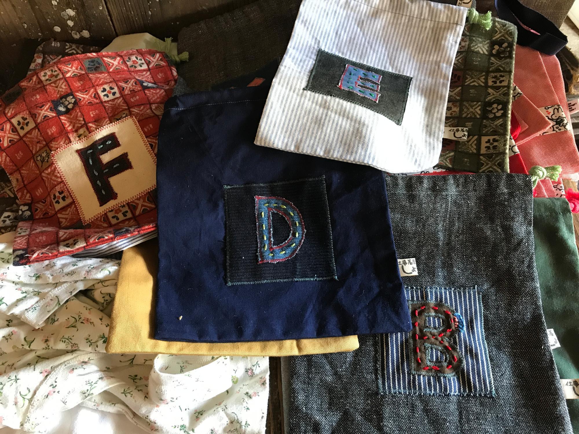 トコさん自らが刺繍をしたバッグ。こちらも無料で配布されました。