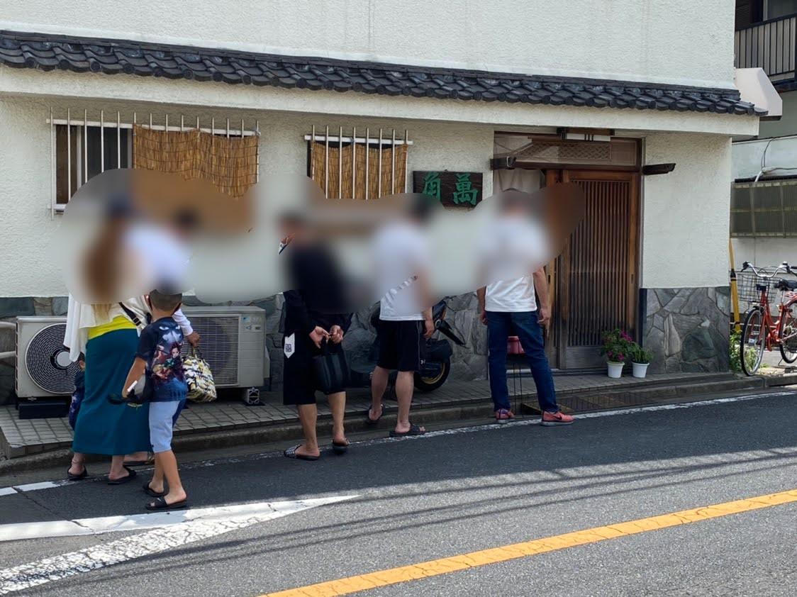「角萬 梅田店」 開店前の行列