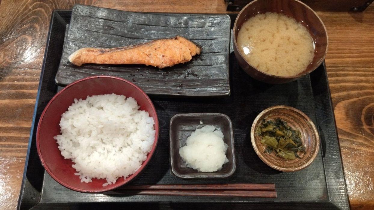 これぞ日本の朝ごはん!鮭が小ぶりでご飯も小盛りなジャストサイズが嬉しい