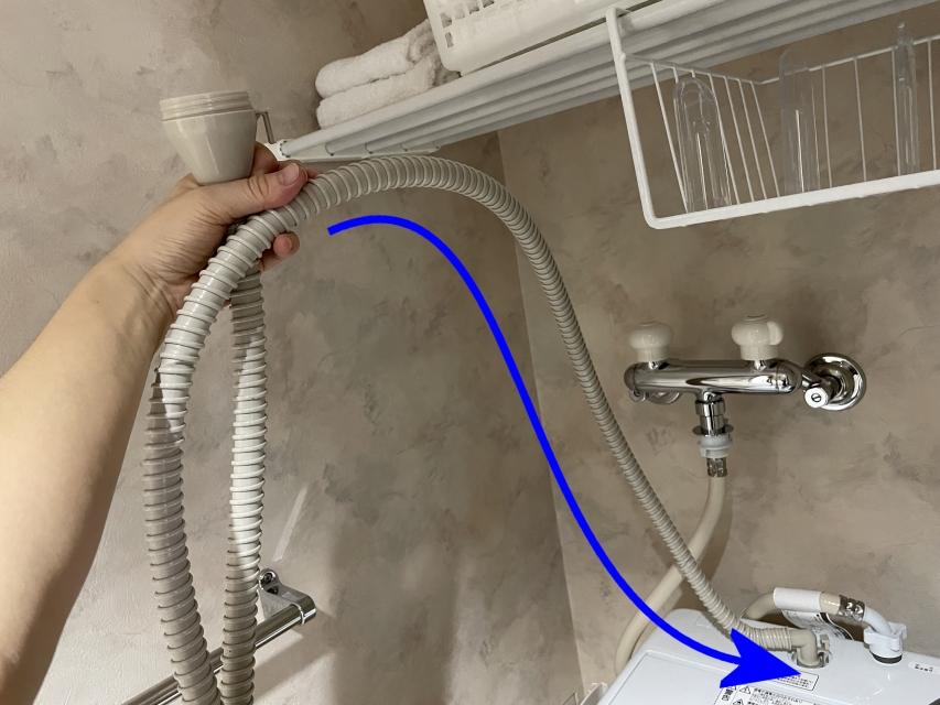 洗濯終了後にすると水が残ってしまうので、すすぎ工程でやっておくのがポイントです。