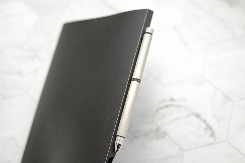 ペンを挿した状態