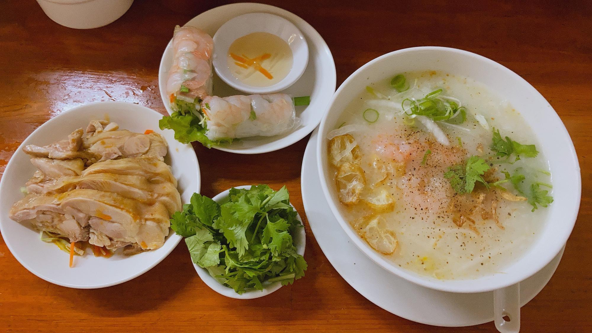ベトナム粥セット(海老か鶏肉) ¥850 パクチー追加¥100