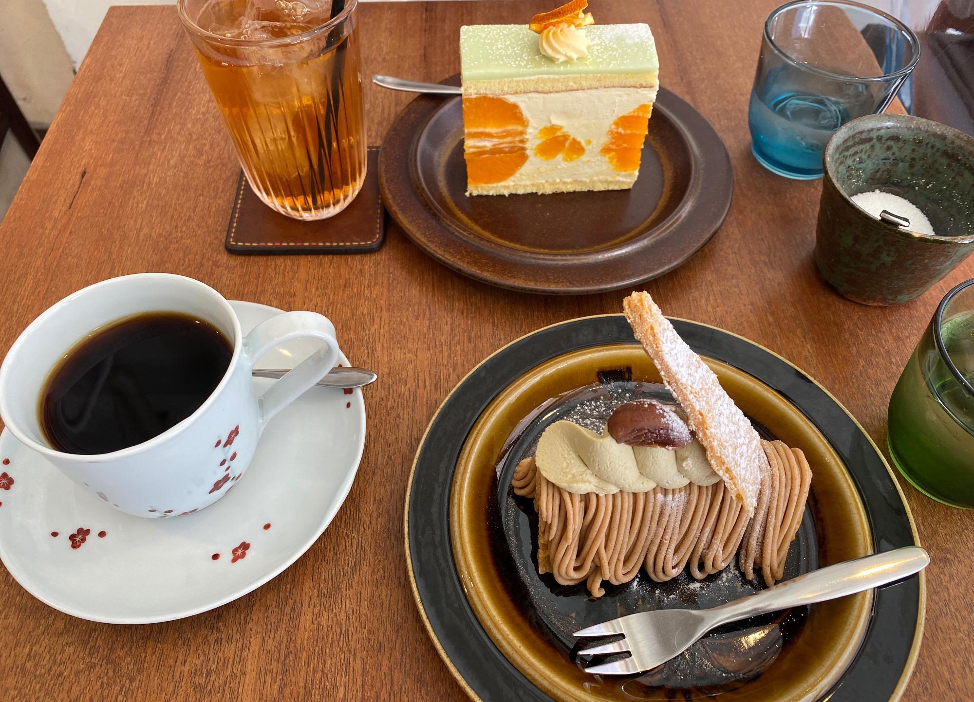 「『あきさわ園』のみかんのケーキ」と「栗のミルフィユ」