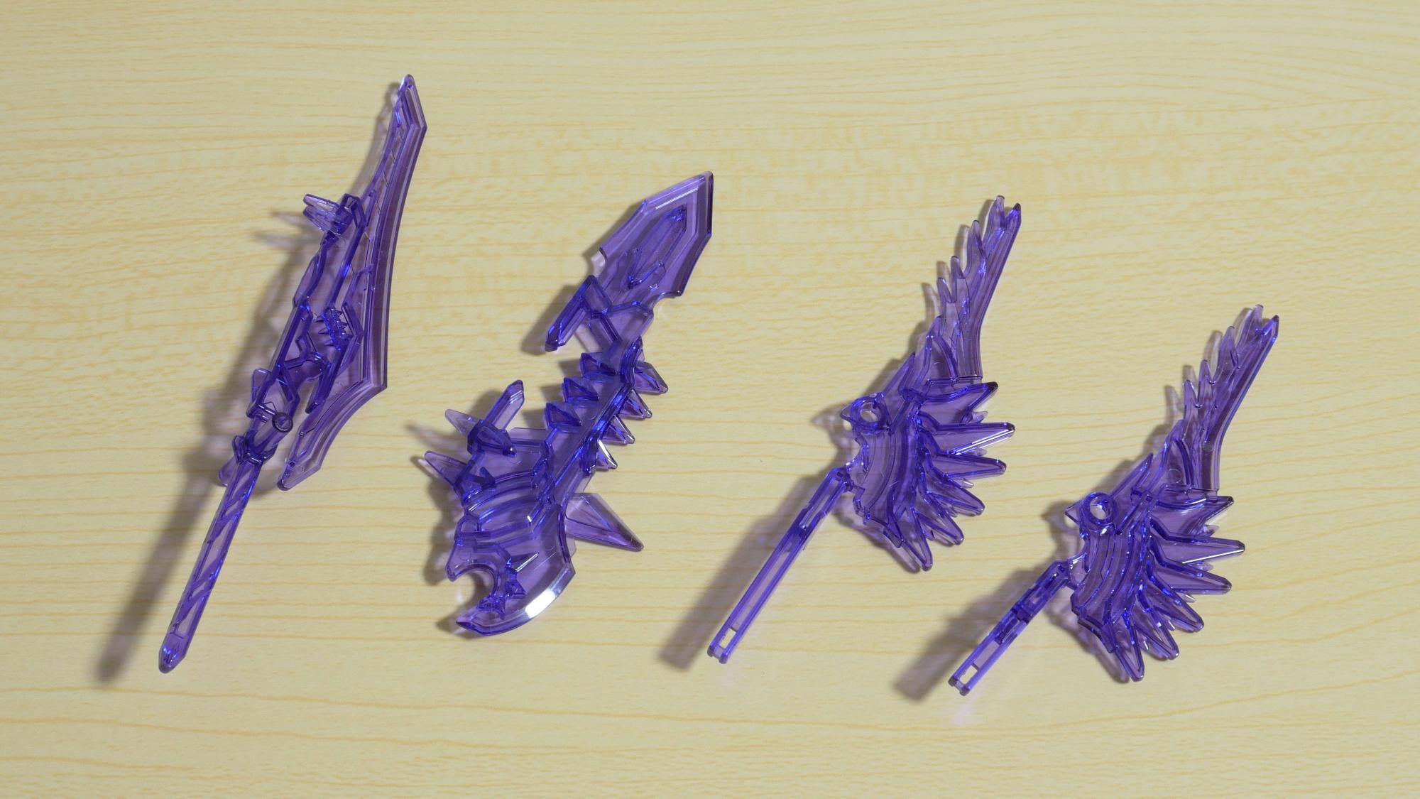 左:大画戟 / 中:方天戦斧 / 右:紫炎刀