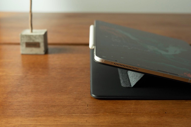 iPadの画面を起き上がらせてくれる!