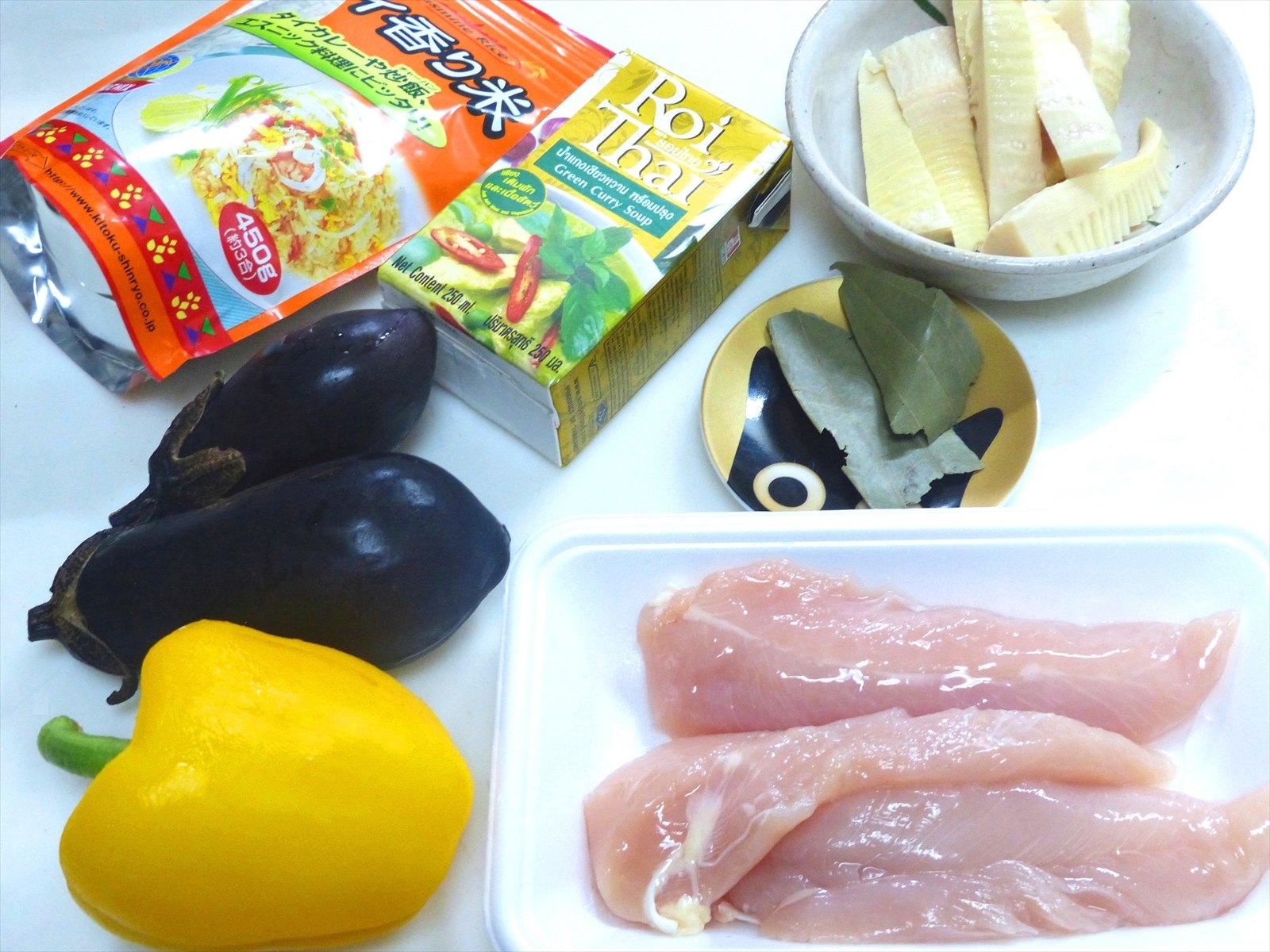 具材も日本人の好みに合わせた物に変更されています。タイの食材だと手に入らないからですかね。