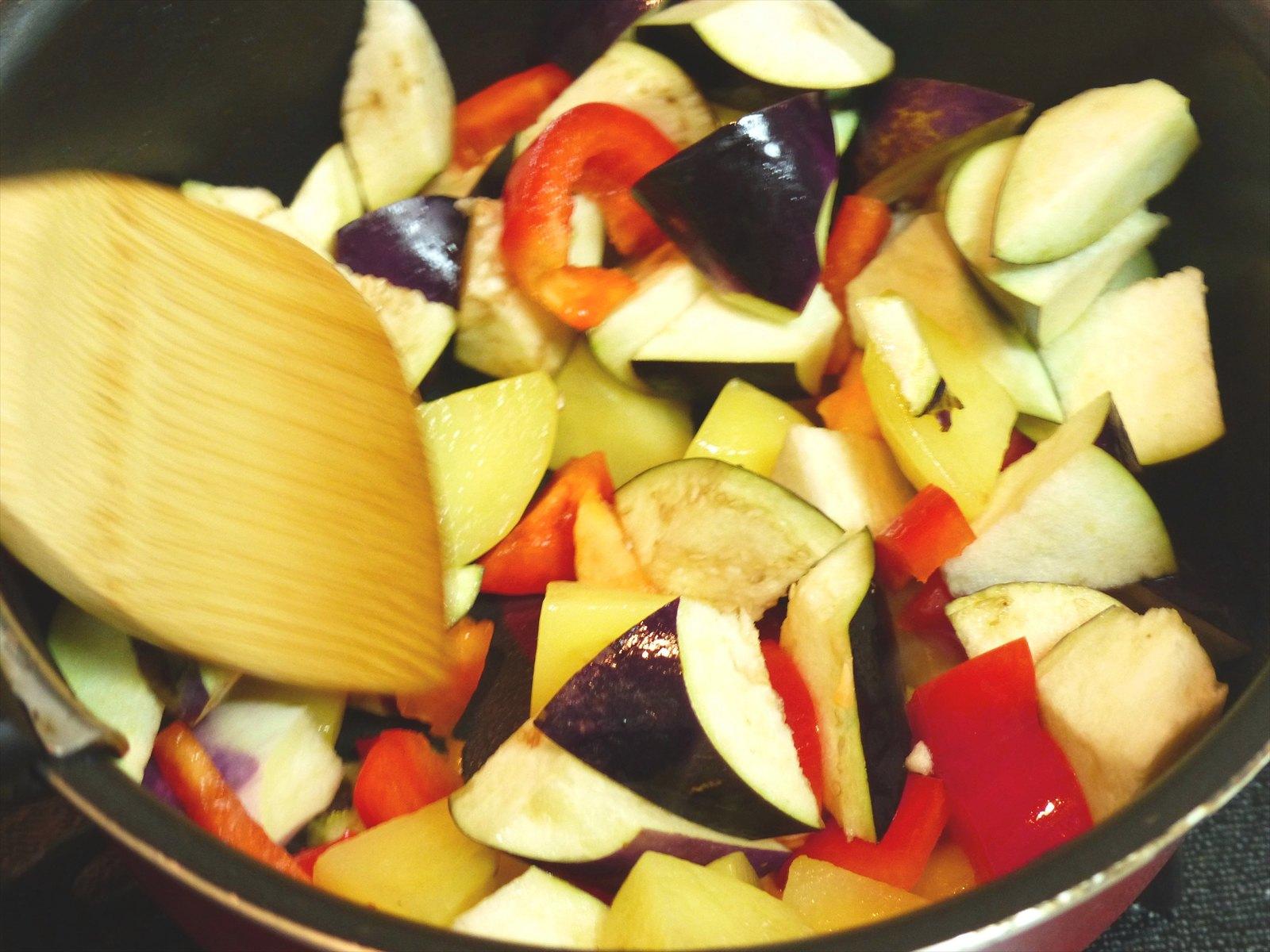 野菜は細かくカット。