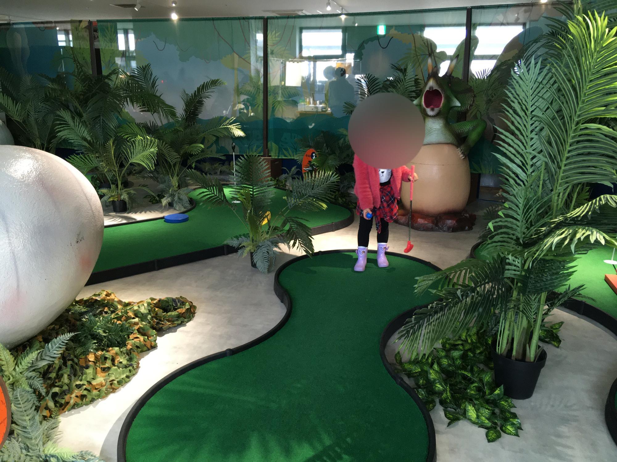 ジャングルの中でパターゴルフしている気分に♪