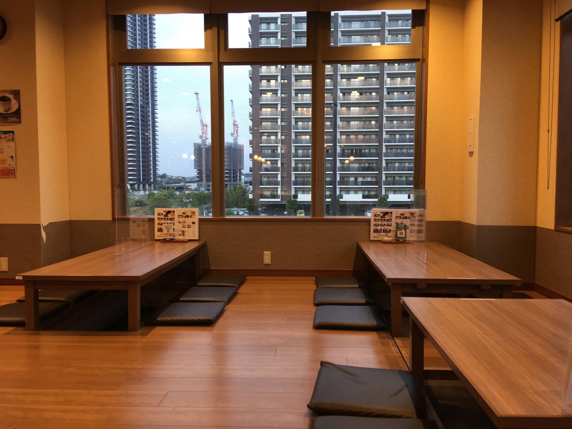 テーブルの大きな座敷席が人気!