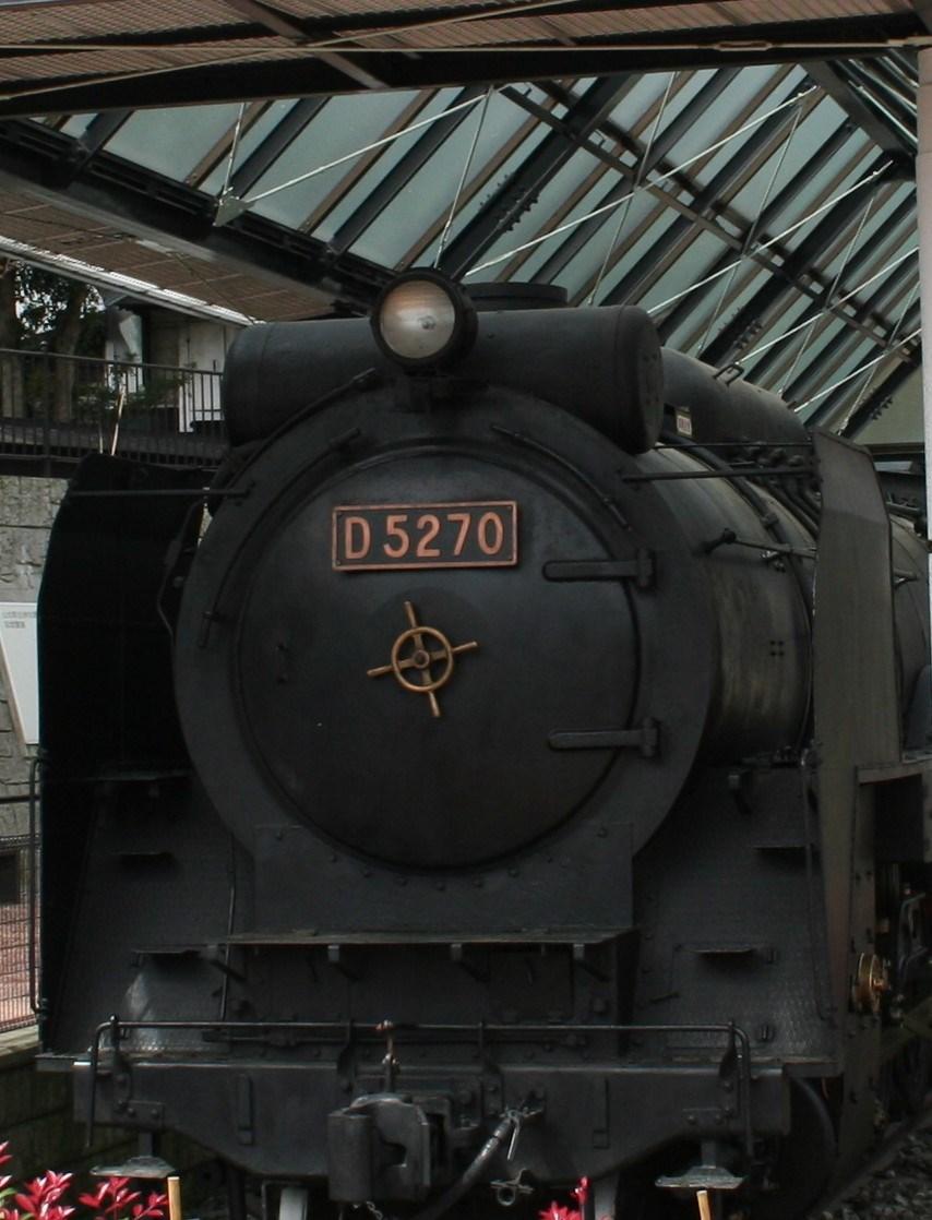 かつて御殿場線を走っていたD52型蒸気機関車。圧縮空気により月に一度、自力走行する。
