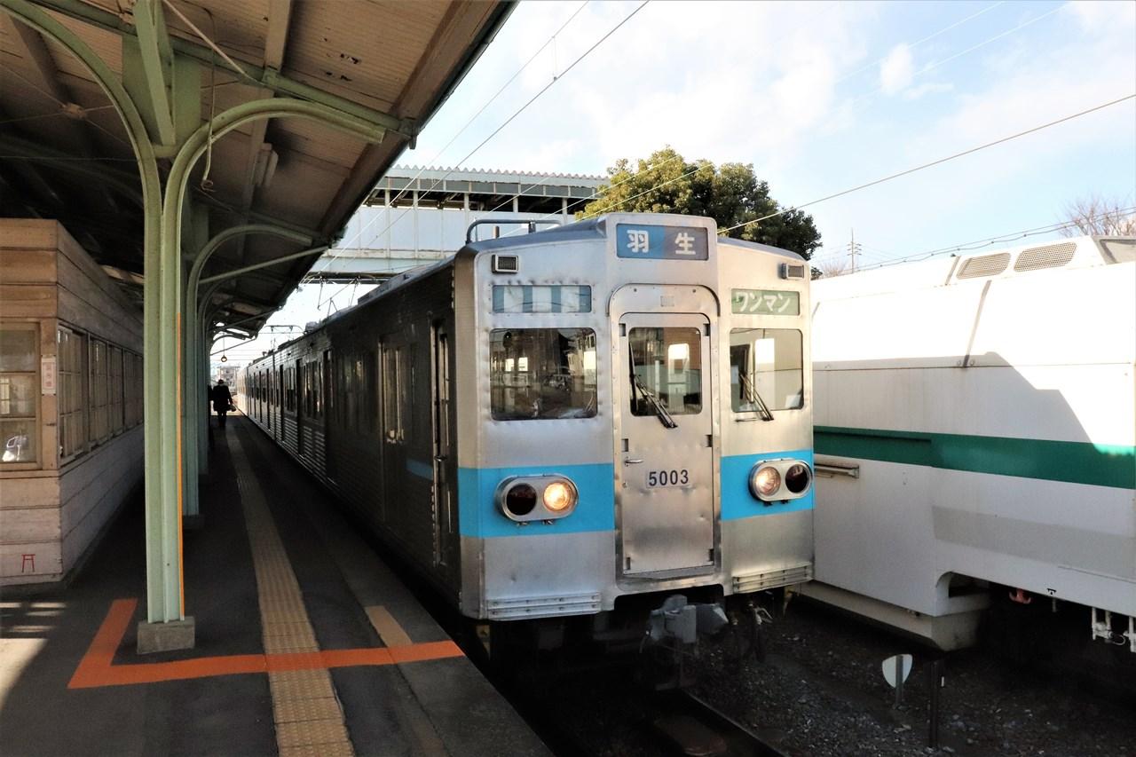 行田市駅に停車中の羽生行きの電車。秩父鉄道というとSL列車が有名だが、この区間にSLはやって来ない。