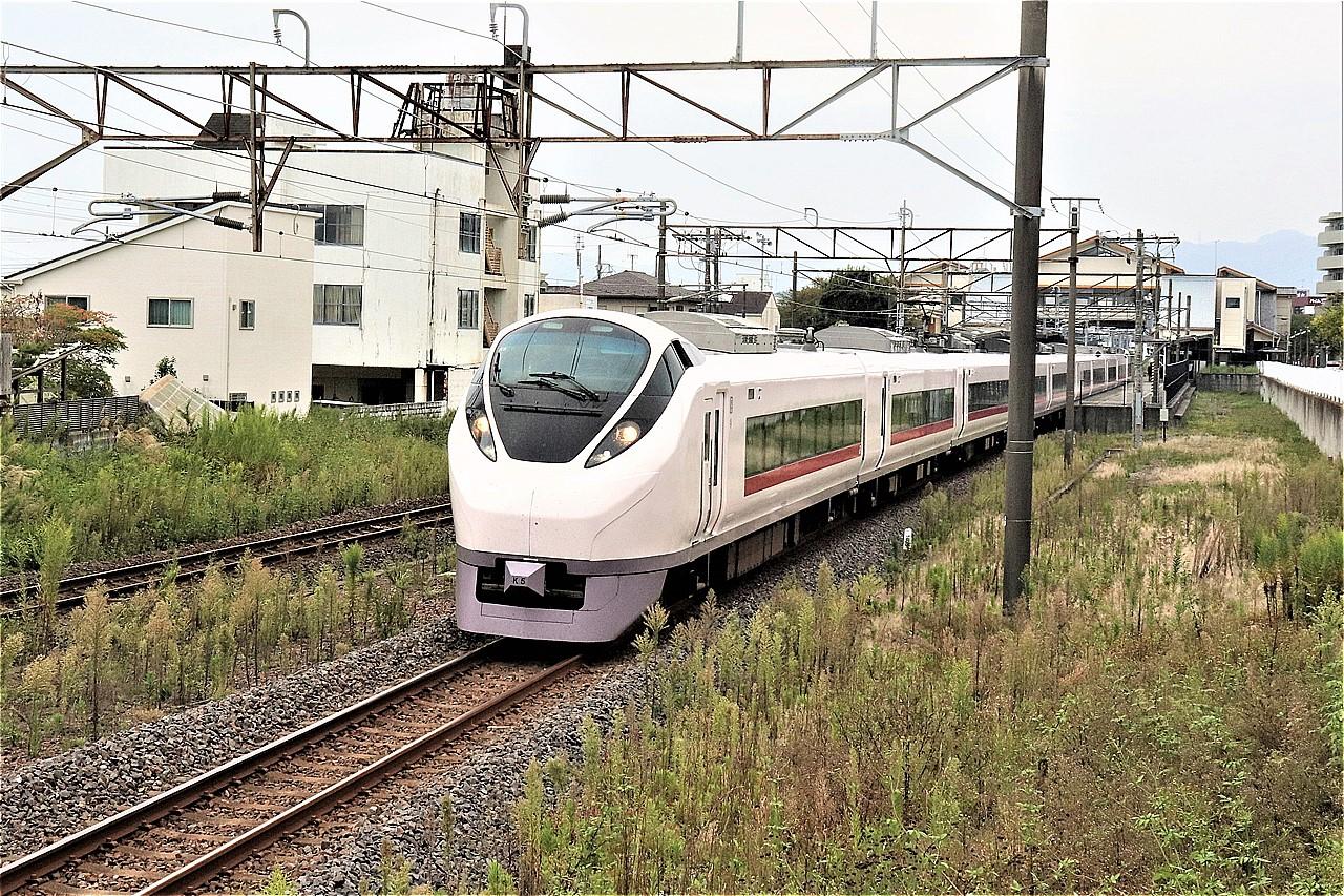 磯原駅を発車する特急「ひたち」。1日に上下8本ずつが停車する。