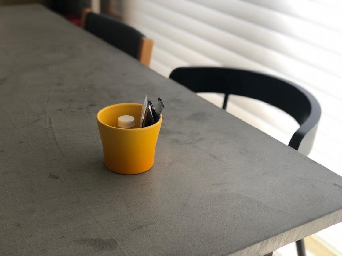 バラバラになりやすい毎日飲む薬、生活感あふれる存在のものはちょっとという時は隠せるカップに
