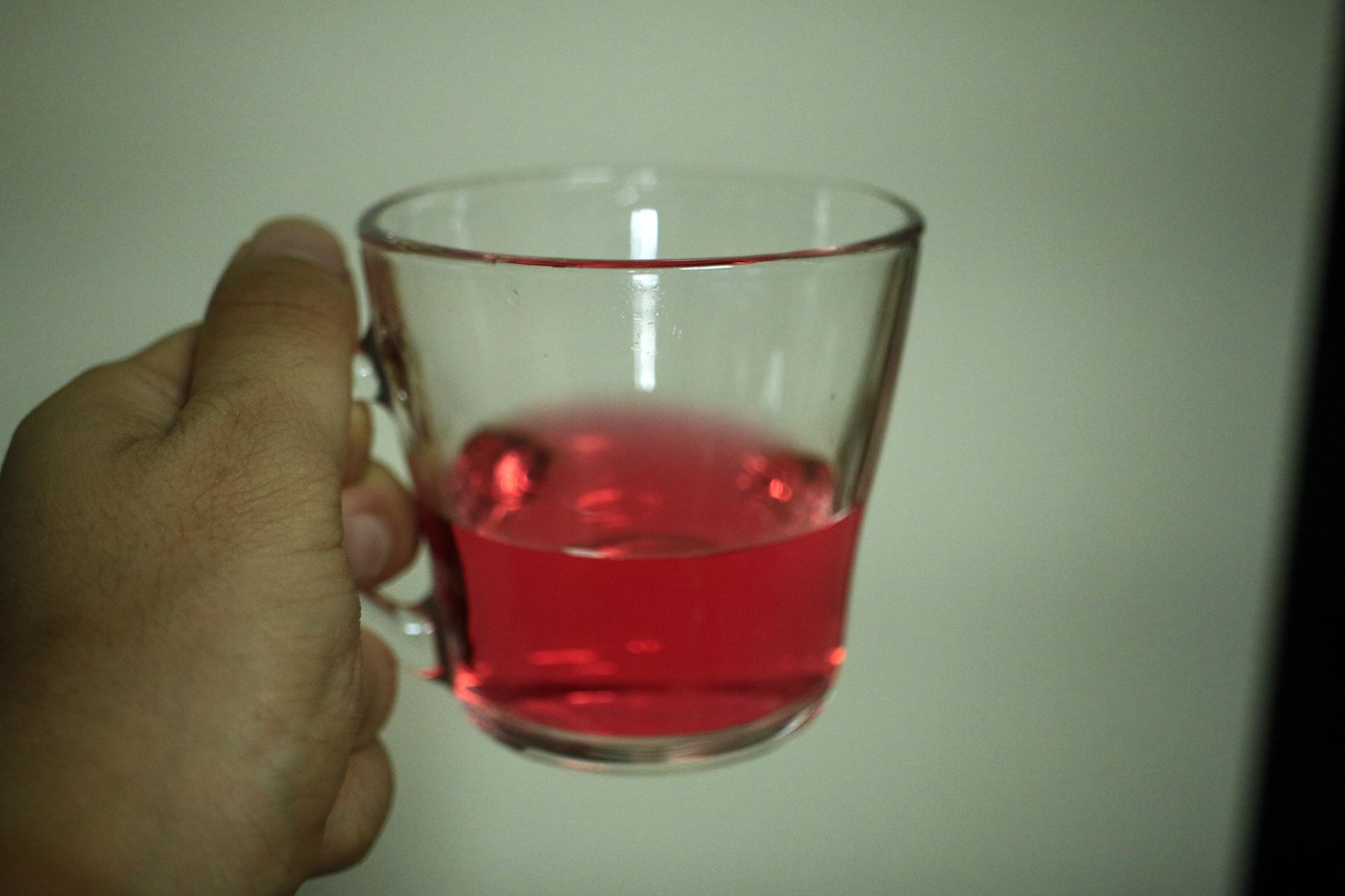 液体の色は濃く鮮やかです。